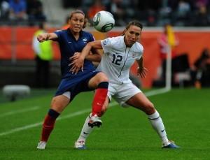 Lauren Cheney et Camille Abily